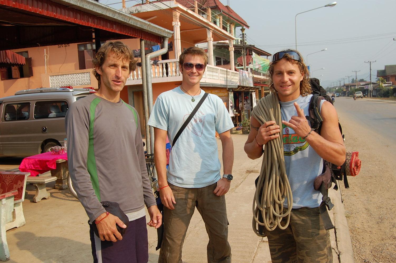 Энди и другие скалолазы отправились покорять горы Лаоса