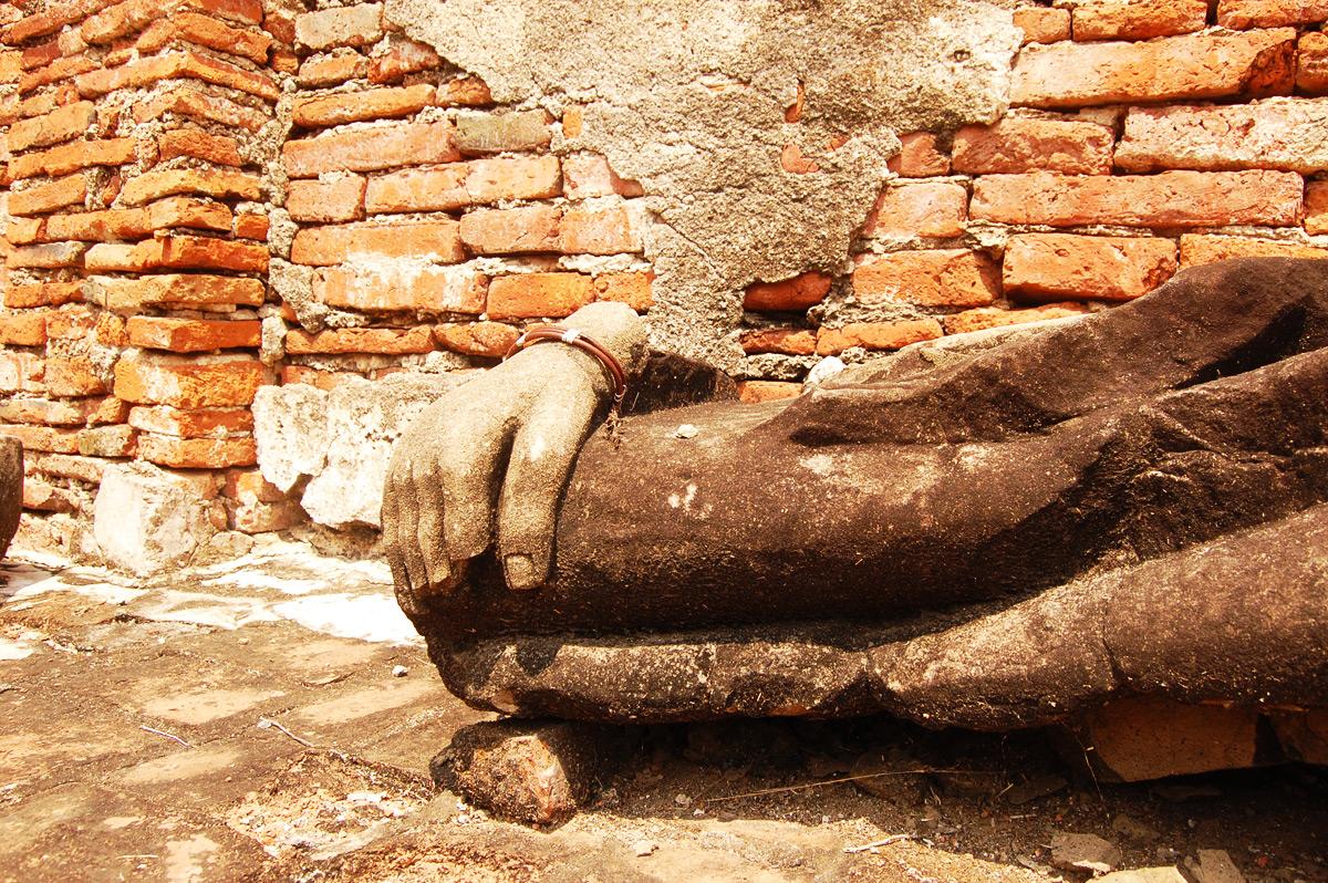 Будды в храмах Аюттайи