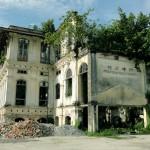 Первая школа на Пенанге в Джорджтаун - снести нельзя, ремонтировать тоже не торопятся