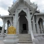 Белый буддистский храм в Краби