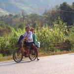 Главные велосипедисты Лаоса это школьники