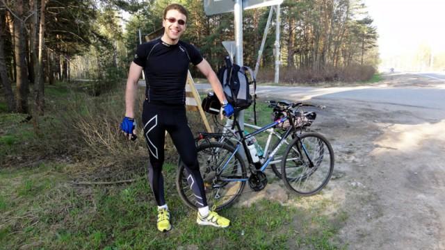 Андрей в своем космическом велокостюме