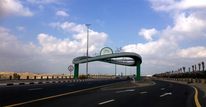 Велотрек Al Qudra в Дубае. Здесь начинается велодорожка, но до пункта проката еще 15км