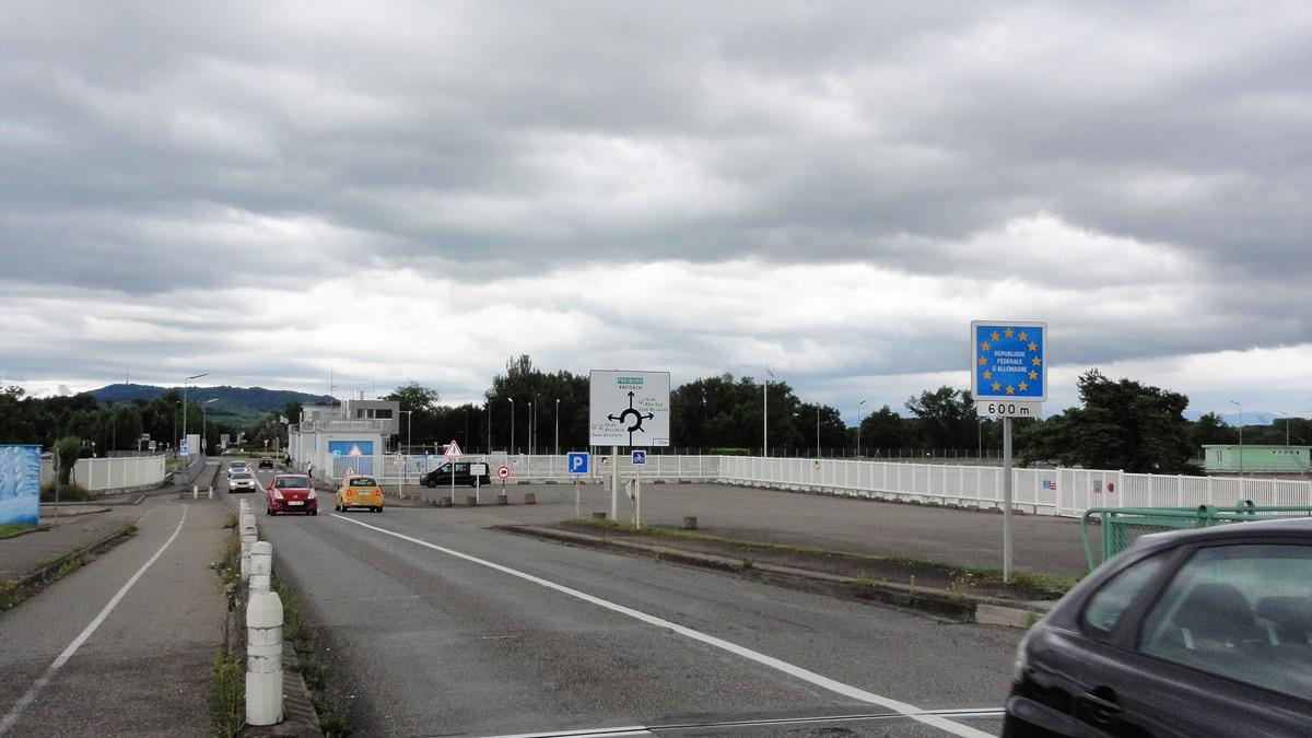 Граница Франции и Германии проходит по реке Рейн