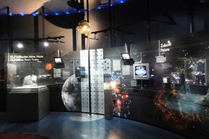 На верхних этажах Технического музея в Мюнхена большая экспозиция, посвященная исследованию космоса