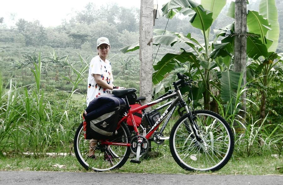 в первые поездки я катил на обычном горном велосипеде